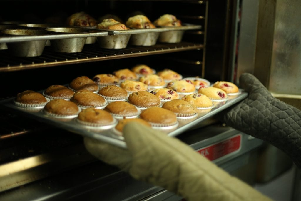 Easy Ways to Clean Oven and Baking Sheet